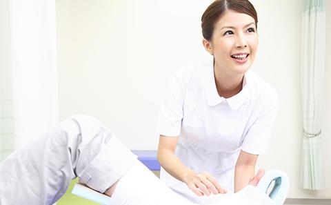 業務中の看護師